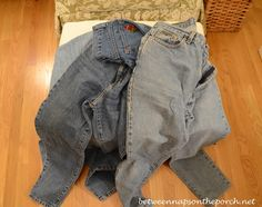 A New Use for Your Old Jeans | http://betweennapsontheporch.net/a-new-use-for-your-old-jeans/