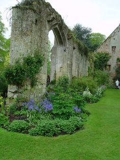 Ruins at Sudeley Castle, Winchcomb, England. - I visited in lovely then and one of my most favorite memories of Britain. England Ireland, England And Scotland, England Uk, Norfolk England, Beautiful Castles, Beautiful World, Beautiful Gardens, Beautiful Places, Palaces