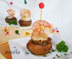 Mushroom and shrimp skewers Finger Food Appetizers, Finger Foods, Salada Light, Helathy Food, Tapas Menu, Eat Pretty, Spanish Tapas, Xmas Food, Portuguese Recipes
