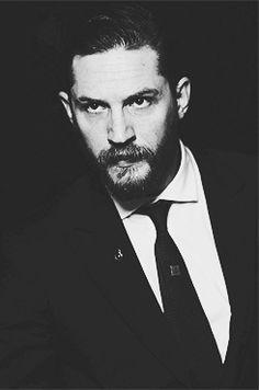 Tom Hardy Beard, Tom Hardy Actor, Hello Gorgeous, Most Beautiful Man, Beautiful People, Peaky Blinders Poster, Tom Hardy Photos, Joseph Gordon Levitt, Raining Men