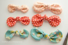 How to make rounded fabric bows. Click to get a free bow template!