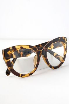 cd7ea3bcdc1 The Perverse Dormgirl Tortoise and Clear Cat-Eye Glasses are  nerdy-meets-chic in the best possible way! Chunky tortoise frames with  clear lenses.