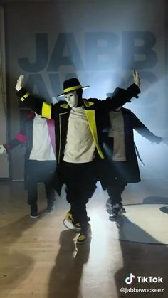 Cool Music Videos, Dance Music Videos, Dance Choreography Videos, Dance Sing, Just Dance, Funny Short Videos, Funny Video Memes, Cool Dance Moves, Hip Hop Dance Moves