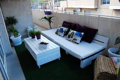 Pallet Sofa with Table for Balcony - 50 Ultimate Pallet Outdoor Furniture Ideas - Easy Pallet Ideas Pallet Furniture Designs, Pallet Patio Furniture, Outdoor Furniture Design, Pallet Designs, Reclaimed Wood Furniture, Balcony Furniture, Pallet Sofa, Furniture Ideas, Furniture Inspiration