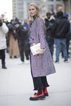 Pin for Later: Der Frühjahrstrend, den jetzt schon alle bei der Fashion Week tragen Street Style Trend: Gekürzte Hosen bei der New York Fashion Week
