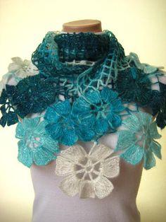 Chal flores turquesa  azul y blanco flor brillante triángulo