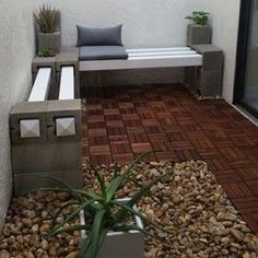 Painted or not, breeze blocks and wood can be used in a variety of ways to set up a seating area in the garden. We offer more great ideas for using breeze blocks in the garden.
