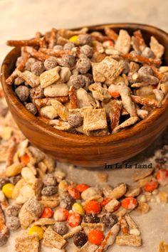Crunchy Reeses Mix