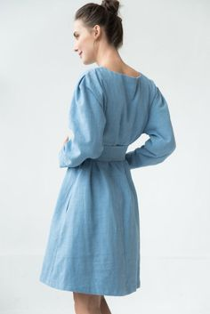 We always choose linen dress. Even it is winter or snow. Linen dress makes you feel nice and cozy in any casual day. Minimalist Dress, Japanese Outfits, Japanese Clothing, Minimal Outfit, Light Blue Dresses, Oversized Dress, Clothing Size Chart, Linen Dresses, Cotton Dresses