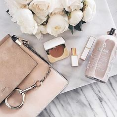 Blush and Peonies Flatlay Beauty Blogs, Beauty Products, Beauty Hacks, Flat Lay Fotografie, Estilo Converse, Flat Lay Inspiration, Makeup Inspiration, Flat Lay Photos, Moda Do Momento