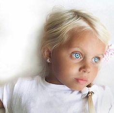 Hauntingly icy but beautiful eyes. Beautiful Eyes Color, Stunning Eyes, Gorgeous Eyes, Pretty Eyes, Cool Eyes, Precious Children, Beautiful Children, Beautiful Babies, Beautiful People