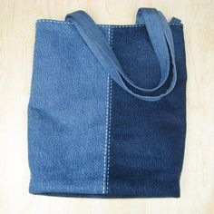 Best 12 Super adorable Denim Bag made from old blue jeans. Love the idea of re-purposing old jeans. Sacs Tote Bags, Denim Tote Bags, Denim Purse, Denim Bags From Jeans, Jean Diy, Jean Purses, Denim Handbags, Diy Bags Purses, Denim Crafts