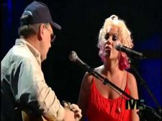 Pink Sings With Her Dad On Stage And It's Beautiful