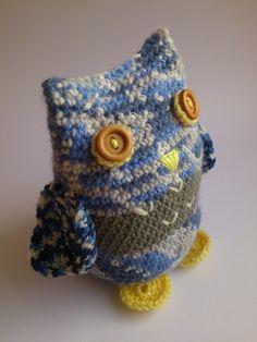 Návod na háčkovanou sovičku Crochet Toys, Beanie, Hats, Free Tutorials, Crocheted Toys, Hat, Beanies, Hipster Hat, Caps Hats