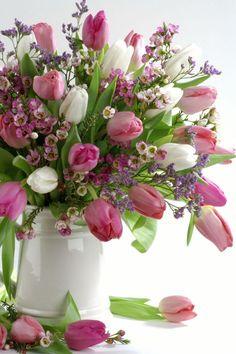 By Éphémeride seasonal calender Beautiful Bouquet Of Flowers, Beautiful Flowers Wallpapers, Beautiful Flower Arrangements, Tulips Flowers, Pretty Flowers, Flower Vases, Floral Arrangements, Wedding Flowers, Get Well Flowers
