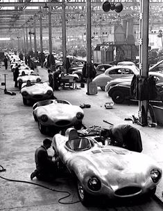smart — dbslrt: Jaguar D-Type preparation at Le Mans -. Cars Uk, Race Cars, My Dream Car, Dream Cars, Le Mans, Grand Prix, Nascar, Jaguar E Type, Jaguar Cars