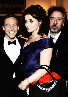 And holy shit it's a fuck!n' picture of Tom Hiddleston with Helena Bonham Carter and Tim Burton!!!