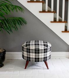diy project: shelly's salvaged spool ottoman – Design*Sponge Diy Ottoman, Ottoman Design, Round Ottoman, Diy Footstool, Ottoman Ideas, Diy Furniture Projects, Furniture Makeover, Home Projects, Diy Divan