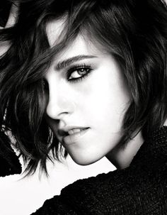 Kristen Stewart pour le maquillage des yeux Chanel, envoûtante