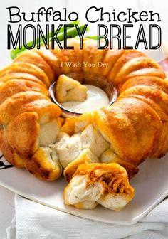 Buffalo Chicken Monkey Bread 23 Buffalo Chicken Recipes You Need To Try Appetizer Recipes, Snack Recipes, Dinner Recipes, Cooking Recipes, Snacks, Appetizers, Scones, Buffalo Chicken Recipes, Fast Food