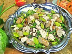 Теплый салат из гречки с колбасками и сыром