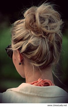 How To Create The Perfect Messy Bun - Why Doesn't It Work For Me?:/