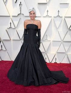 Lady Gaga Stuns on Oscars 2019 Red Carpet!: Photo Lady Gaga is throwing it back to old Hollywood glamour on the red carpet! The actress walked the red carpet looking so chic at the 2019 Academy Awards… Jennifer Hudson, Kate Hudson, Jennifer Lopez, Helen Mirren, Lady Gaga, Michael Costello, Queen Latifah, Atelier Versace, Christian Siriano