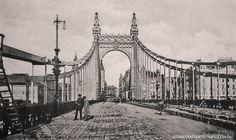 Ilyen is volt Budapest - a Régi Erzsébet híd próbaterhelése Old Pictures, Old Photos, Vintage Architecture, History Photos, Budapest Hungary, Holiday Travel, Brooklyn Bridge, Historical Photos, Vintage Images