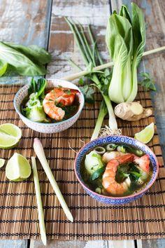 Bouillon Thaï aux Gambas et Choux Pak Choï - The Best Asian Recipes Fun Easy Recipes, Asian Recipes, Healthy Recipes, Ethnic Recipes, Chou Pak Choi, Bouillon Thai, Pak Choï, Asian Cooking, Salads