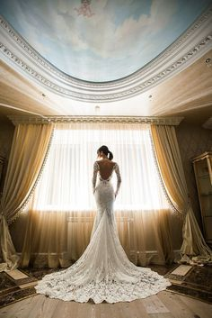 So dramatic! This is what @bertabridal gowns are all about.