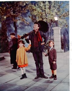 1964 Dick Van Dyke, actor from Mary Poppins Julie Andrews Mary Poppins, Mary Poppins Movie, Mary Poppins 1964, Disney Live Action Films, Disney Films, Walt Disney, Disney Love, My Fair Lady, Disney Images