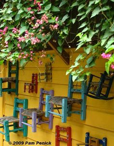 Vivid wall supplies perfect backdrop to a collection of child sized, painted Mexican chairs Mexican Chairs, Mexican Garden, Living In Mexico, Santa Fe Style, Cheap Chairs, Cozy Nook, Mexican Style, Home Decor Furniture, Country Decor
