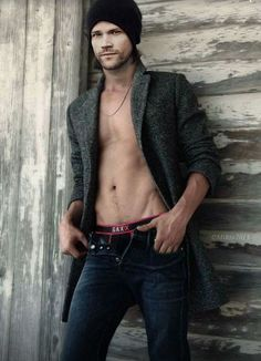 Jared Padalecki of Supernatural (and Gilmore Girls! Jared Padalecki Supernatural, Jensen Ackles Jared Padalecki, Jared And Jensen, Supernatural Fandom, Jared Padalecki Shirtless, Supernatural Drawings, Misha Collins, Milan Vukmirovic, Macho Alfa