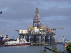 Puerto de Las Palmas. Gran Canaria     : Astican...´Ocean Confidence´ Drilling Rig ...Repar...