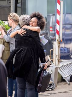 """Lee on Twitter: """"Better picture of Pearl hugging Peter after he arrived #dwsr https://t.co/9yMiNNBrjU"""""""