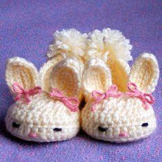 Algumas ideias de crochê para a Páscoa, toucas, pantufa, enfeite para os ovos, coelhinho...   Ideias de crochê para a Páscoa               ...