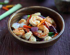 Lemongrass Shrimp-- Use a nonstick spray instead of oil to keep this dish yellow-light #dinner | www.kurbo.com