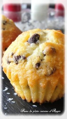 who loves Bounty ? then this recipe falls perfectly well ………. These small muffins with good taste of coconut & chocolate, are exquisite! I love it when they have spent some time in the fridge, … Source by Desserts With Biscuits, No Bake Desserts, Easy Desserts, Cake Coco, Patisserie Cake, Compote Recipe, Coconut Muffins, Thermomix Desserts, Chocolate Flavors