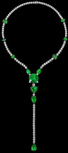 Piaget | Limelight Party necklace in platinum, set with one cushion-cut emerald (approx. 26 ct) and brilliant-cut diamonds. Piaget Luxury Jewellery G37L5500