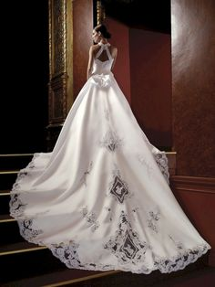 Awesome Say Yes To The Dress: Super Beautiful Wedding Dresses Design 2018 (25+ Best Pictures)  https://oosile.com/say-yes-to-the-dress-super-beautiful-wedding-dresses-design-2018-25-best-pictures-16925