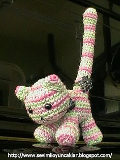 https://flic.kr/p/7KrxqA | amigurumi kitty ringholder | She's my ringholder :)