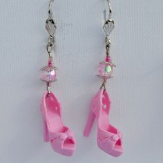 Handmade earrings made from real Mattel Barbie shoes! More fun Barbie items on my page, click and find out! Funky Earrings, Diy Earrings, Earrings Handmade, Diy Kawaii Earrings, Weird Jewelry, Cute Jewelry, Jewelry Crafts, Funky Jewelry, Enamel Jewelry
