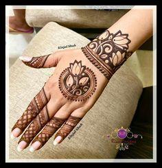 Circle Mehndi Designs, Indian Mehndi Designs, Back Hand Mehndi Designs, Latest Bridal Mehndi Designs, Henna Art Designs, Modern Mehndi Designs, Mehndi Designs For Girls, Mehndi Design Photos, Wedding Mehndi Designs