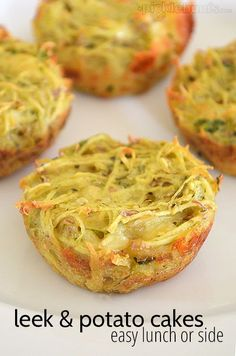 Leek and potato cakes - an easy lunch or snack Leek Recipes, Vegetarian Recipes, Cooking Recipes, Thermomix Recipes Healthy, Vegetarian Cheese, Cooking Time, Vegetable Dishes, Vegetable Recipes, Potato Cakes