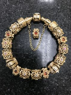 Gold Bracelets, Pandora Bracelets, Pandora Jewelry, Pandora Story, Pandora Gold, Arm Candies, Memorable Gifts, Persona, Jewerly