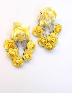 Pretty Yellow Paper Flowers Choker Set- Yellow and white delicate, stunning, breathtaking. This is the perfect necklace, for your summer or. Gota Patti Jewellery, Thread Jewellery, Fabric Jewelry, Paper Jewelry, Textile Jewelry, Gold Jewellery, Flower Jewellery For Haldi, Flower Jewelry, Handmade Necklaces