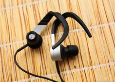 The KEF M200 in-ear headphones are an iffy fit, but have impressive sound http://cnet.co/16eFgWo