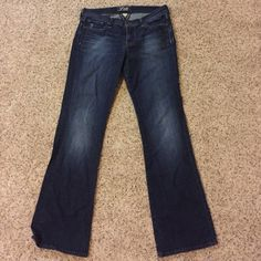Lucky Brand Sweet N Low Jeans Never worn very cute jeans! Lucky Brand Pants Boot Cut & Flare