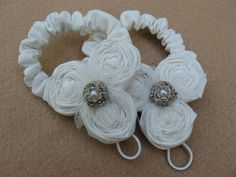 Thanks for visiting MyLittleLillyPad! This listing is for a pair of rosette barefoot sandals made from ivory muslin. In the center is a tulle flower