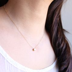 Solitaire Necklace – gold minimalist crystal necklace, simple everyday jewelry by petitor Gold minimalistische Kristallkette, einfacher Alltagsschmuck von Petitor This. Crystal Pendant, Crystal Necklace, Gold Necklace, Gold Jewelry, 14k Gold Chain, Everyday Necklace, Diamond Solitaire Necklace, Simple Necklace, Anklets